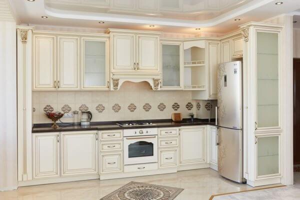 Кухня классика из массива ольхи цвета слоновой кости №4