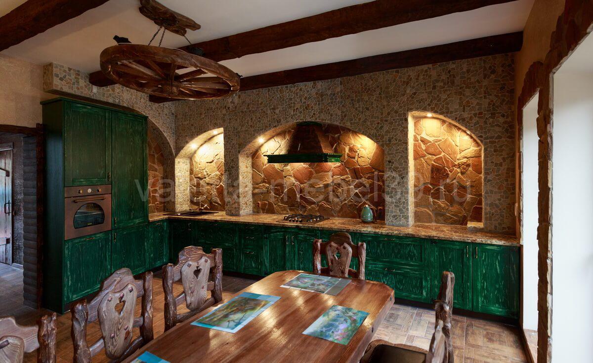 кухни на заказ из массива дерева в Калининграде; Валетта-мебель;