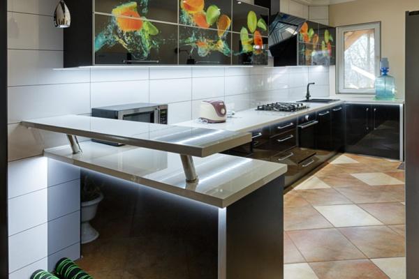 Угловая  Кухня модерн с фотопечатью и барной стойкой