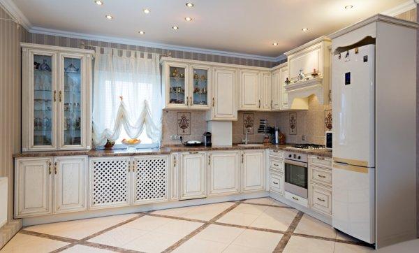 кухни из массива дерева; кухня белая; кухня классика
