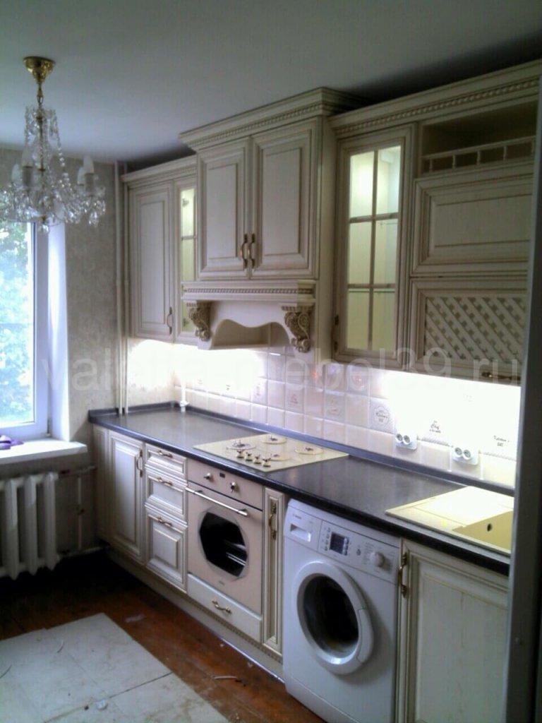 кухни из массива дерева; кухня белая; кухня классика; кухня с порталом