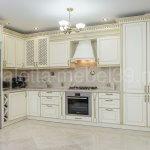 белая кухня из массива дерева от Валетта-мебель
