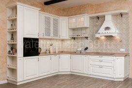 белая угловая кухня в стиле прованс