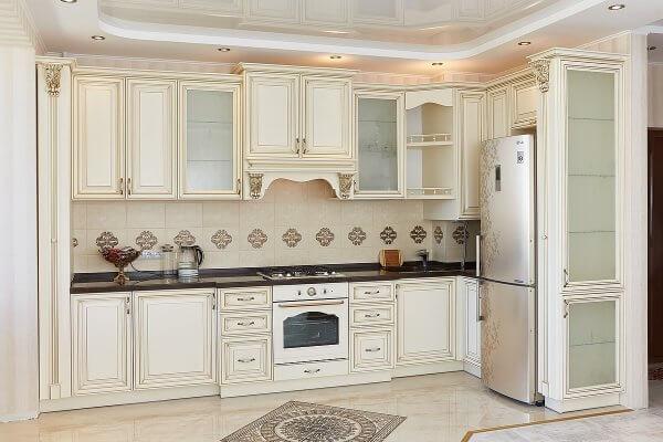 белая итальянская деревянная кухня