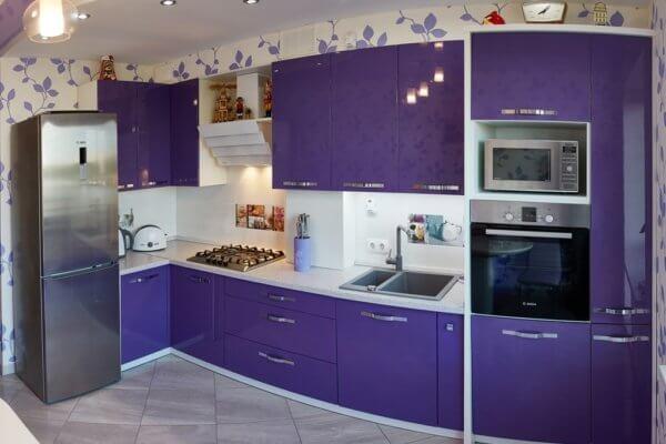 фиолетовая угловая кухня модерн