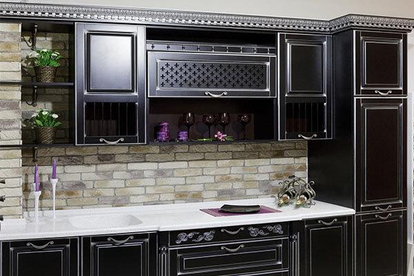Кухня классика из массива ольхи чёрная с серебряной патиной