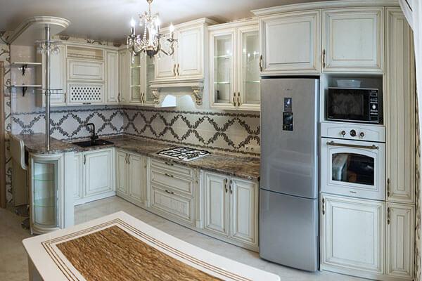 Кухня классика из массива дуба цвета слоновой кости №14 вчастном доме