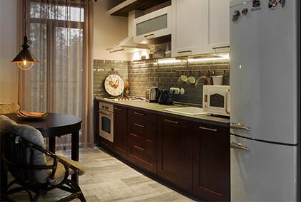 кухни класика на заказ прямая с тёмными нижними фасадами